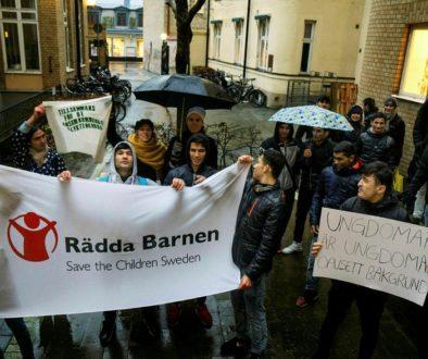 När frågan i december var uppe i kommunstyrelsen manifesterade ett trettiotal personer utanför.
